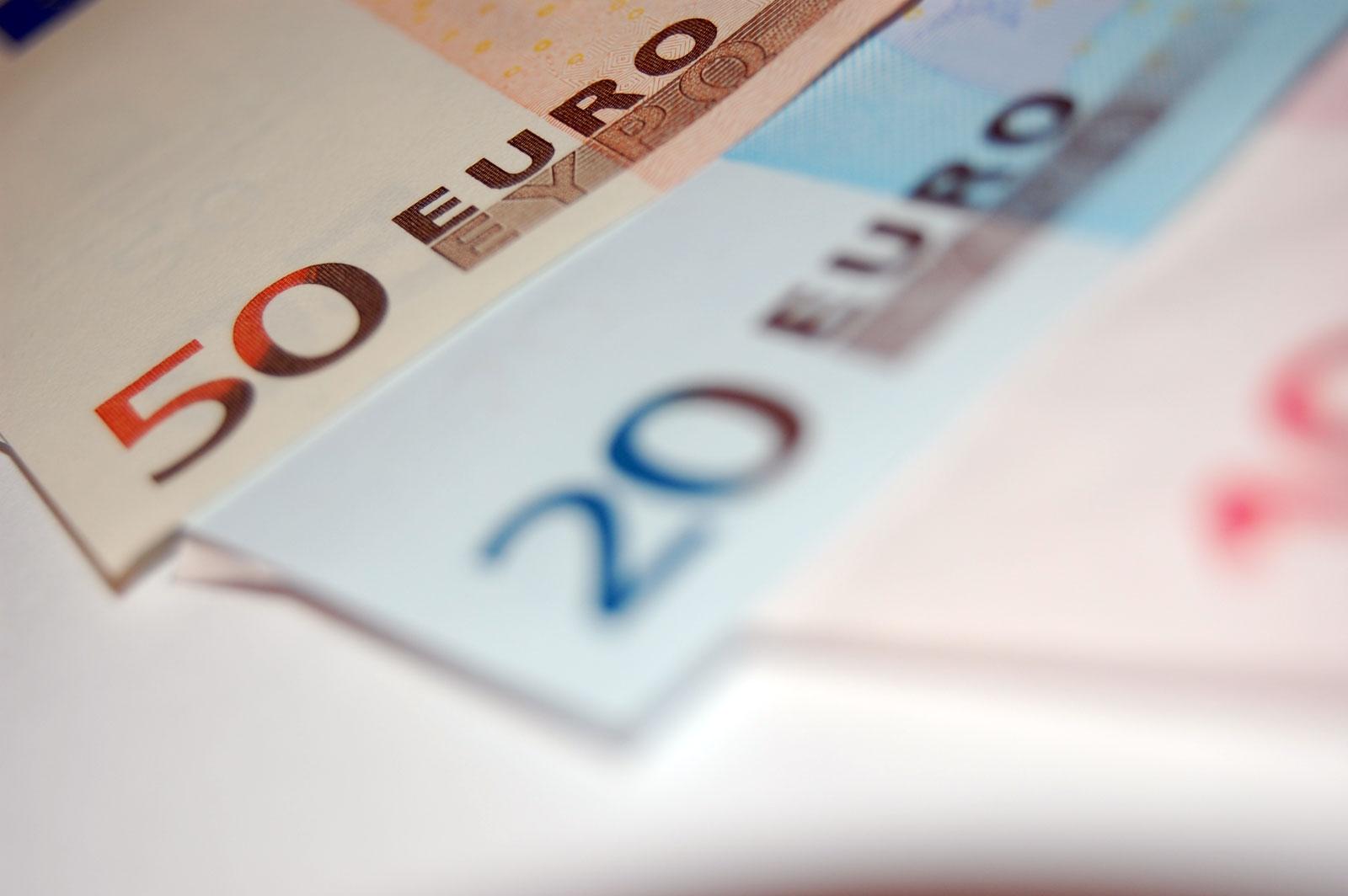 50-and-20-euro-bills